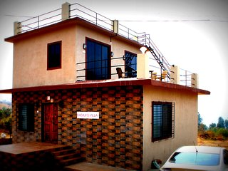 Perfect Villa with Deck and Housekeeping Included in Panchgani - Panchgani vacation rentals