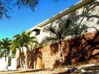 BEAUTIFUL/ GATED SIESTA KEY WATERFRONT HOME - Siesta Key vacation rentals