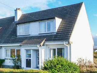 BEACH VIEW COTTAGE, semi-detached, open fire, close to ferry terminal, Campbeltown, Ref 946335 - Gigha vacation rentals
