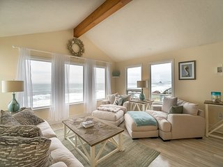 Amazing ocean front home located in Neskowin with great view of the Pacific - Cloverdale vacation rentals