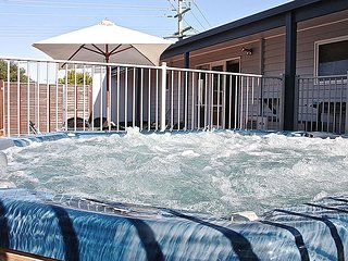 Altair Yeah Yeah (HUGE HOT TUB) - Ocean Grove vacation rentals
