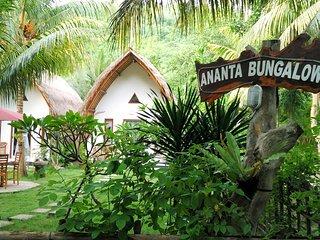 Beautiful 1 bedroom Nusa Penida Bungalow with A/C - Nusa Penida vacation rentals