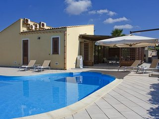 Comfortable 3 bedroom Custonaci House with Shared Outdoor Pool - Custonaci vacation rentals