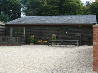 Comfortable Cottage with Internet Access and Satellite Or Cable TV - Delamere vacation rentals