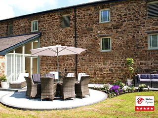 New for 2016 Stunning 5*Luxury grade 2 Listed Barn, Haverfordwest, Pembrokeshire - Canaston Wood vacation rentals