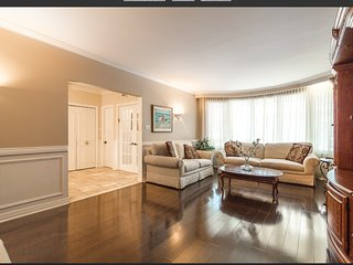 Big house 10 mns from downtown montreal, completely kosher home excellent for gu - Cote Saint-Luc vacation rentals