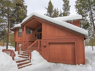 SHARC Passes Included and Great Location with Spacious Layout! - Sunriver vacation rentals