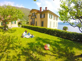 Villa the Dreamers - Apartment Family Superior with lake view and private garage - Argegno vacation rentals