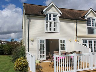 3 Bedroom Lakeside lodge in the Cotswolds - Windrush 42 - South Cerney vacation rentals