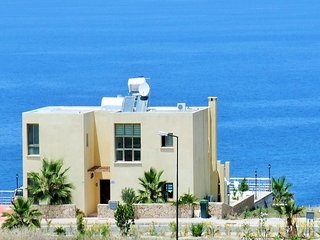 Sunset  villa, Large private pool, Free WiFi, AC to all rooms, UK TV - Ayios Amvrosios vacation rentals