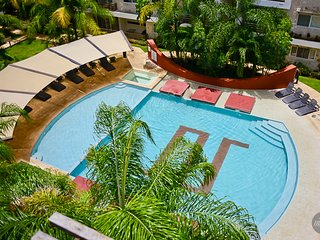 INCREDIBLE LOCATION! Private rooftop & jacuzzi for 6! - Playa del Carmen vacation rentals