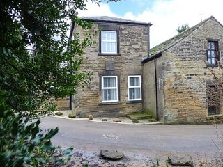 ST. JOHNS COTTAGE, stone-built cottage, tastefully furnished, WiFi, Penistone - Holmfirth vacation rentals