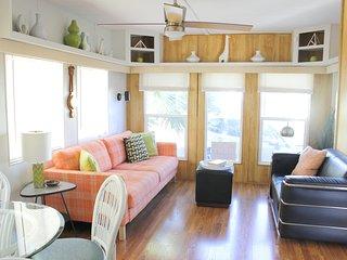 Retro Mod Pod tiny home, Natural Hot Spring pools, near Palm Springs & Coachella - Desert Hot Springs vacation rentals