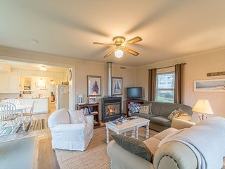 Cute cottage located in the center of Rockaway Beach with great beach access! - Rockaway Beach vacation rentals