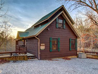 Cozy, dog-friendly cabin w/ private hot tub – great romantic getaway! - Sevierville vacation rentals