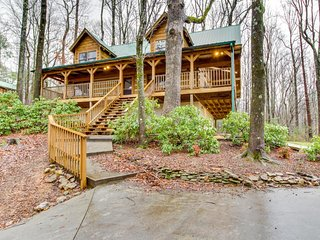 Log cabin hideaway with private hot tub, close to national park - Sevierville vacation rentals