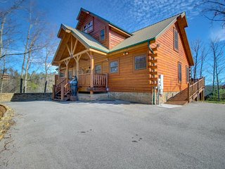 Secluded cabin w/ private hot tub, outdoor firepit, & mountain/forest views - Sevierville vacation rentals