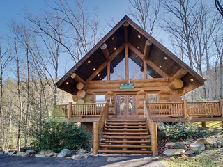 Charming wooden cabin with private hot tub & prime secluded location - Sevierville vacation rentals