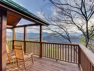 Spacious cabin in the woods with deck, mountain views, hot tub, shared pool - Sevierville vacation rentals