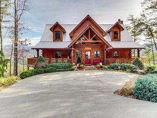 High-end mountain cabin with private hot tub, stunning natural views, & more! - Sevierville vacation rentals