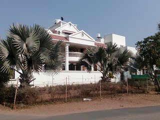 Fully furnished Bungalow with all modern amenities, 15 Km from Ahmedabad Airport - Gandhinagar vacation rentals