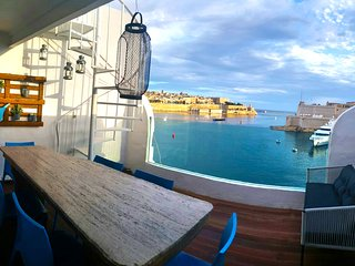 Valletta Views, Designer Finish Penthouse, Senglea Ta'Sophia - Senglea vacation rentals