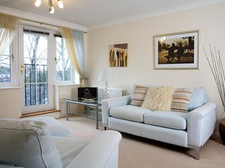 Westlands House, City Centre, Home-From-Home - Basingstoke vacation rentals