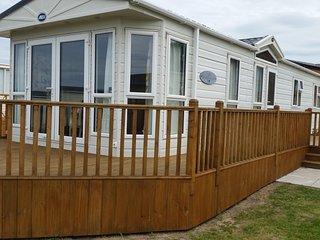 Super De Luxe, dog friendly caravan, close to the beautiful Burghead beach - Burghead vacation rentals