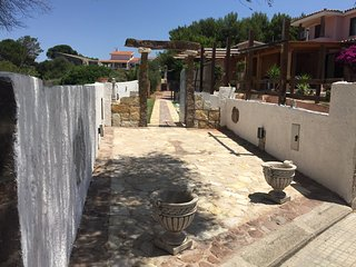 Cozy 2 bedroom Calasetta Villa with Deck - Calasetta vacation rentals