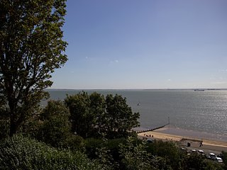 Sea Views - Chic - 2 Bed Flat by the Beach/Theatre - Westcliff-on-Sea vacation rentals