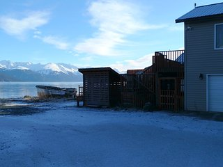 Artist Beach House, 2 BR, on the beach, washer/dryer, hot tub - Haines vacation rentals