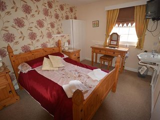 10 bedroom Guest house with Internet Access in Burniston - Burniston vacation rentals