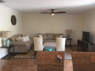 3BR 2BTH 1350sqft Condo 15 Minutes From Beaches - Sarasota vacation rentals