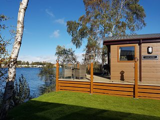 Fable Lodge - Luxury lakeside holiday lodge with hot tub - Tattershall vacation rentals