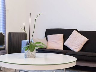 Bright 3 bedroom Le Havre Apartment with Internet Access - Le Havre vacation rentals