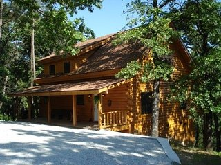 New Log Cabin Rental, Secluded Forest Views, Table Rock Lake, Branson, MO. Pets! - Branson vacation rentals