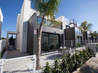 3 bedroom Villa with Internet Access in Punta Prima - Punta Prima vacation rentals