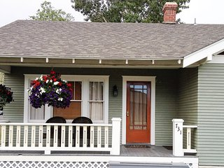 3 Bedroom Bungalow - Nightly, Weekly- 3 Blocks from Downtown Cody! - Cody vacation rentals