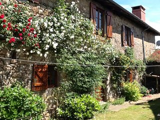 Nice 5 bedroom Brigueuil Farmhouse Barn with Deck - Brigueuil vacation rentals
