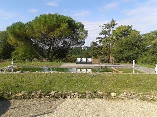Maison en bois massif sur 1 hectare - Bourg-Charente vacation rentals