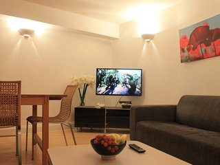 Economical 2 bedroom Apartment for upto 6 people - Ideal for Families - London vacation rentals