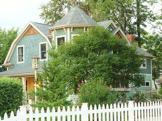 The Davis House, Landmarked 1892 Farm House - Glen Ellyn vacation rentals