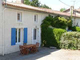 2 bedroom Gite with Internet Access in Moncoutant - Moncoutant vacation rentals