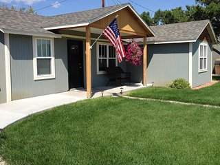 Two Bedroom Cottage, Sleeps 6, Nightly-Weekly, 3 Blocks from Downtown Cody! - Cody vacation rentals