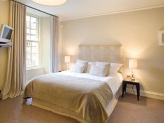 Lovely Clean Double Room TWICKENHAM great location fr £49 per night! - Richmond vacation rentals