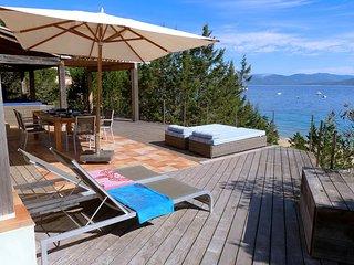 """Casa Lice de Mare , véritable"""" Pieds dans l'eau"""" - Campo Moro vacation rentals"""