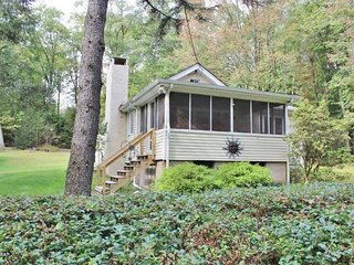Cozy 4 Bedroom Vacation Rental Cottage on Lake Wallenpaupack!! Sleeps 11! - Tafton vacation rentals