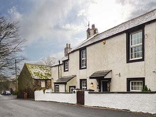 HIGH HOUSE COTTAGE, detached, woodburning stove, enclosed garden, in St. Bees, Ref 942144 - Saint Bees vacation rentals