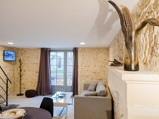 Jolie petite maison en pierre dans Domaine boisé à 10 minutes du Futuroscope - Montamise vacation rentals
