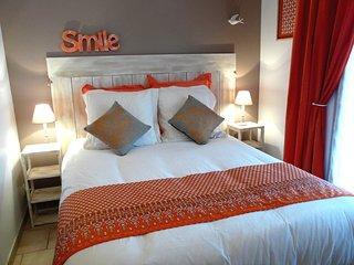 Chambre Lovina , La Petite Maison derrière les Buis - Gras vacation rentals